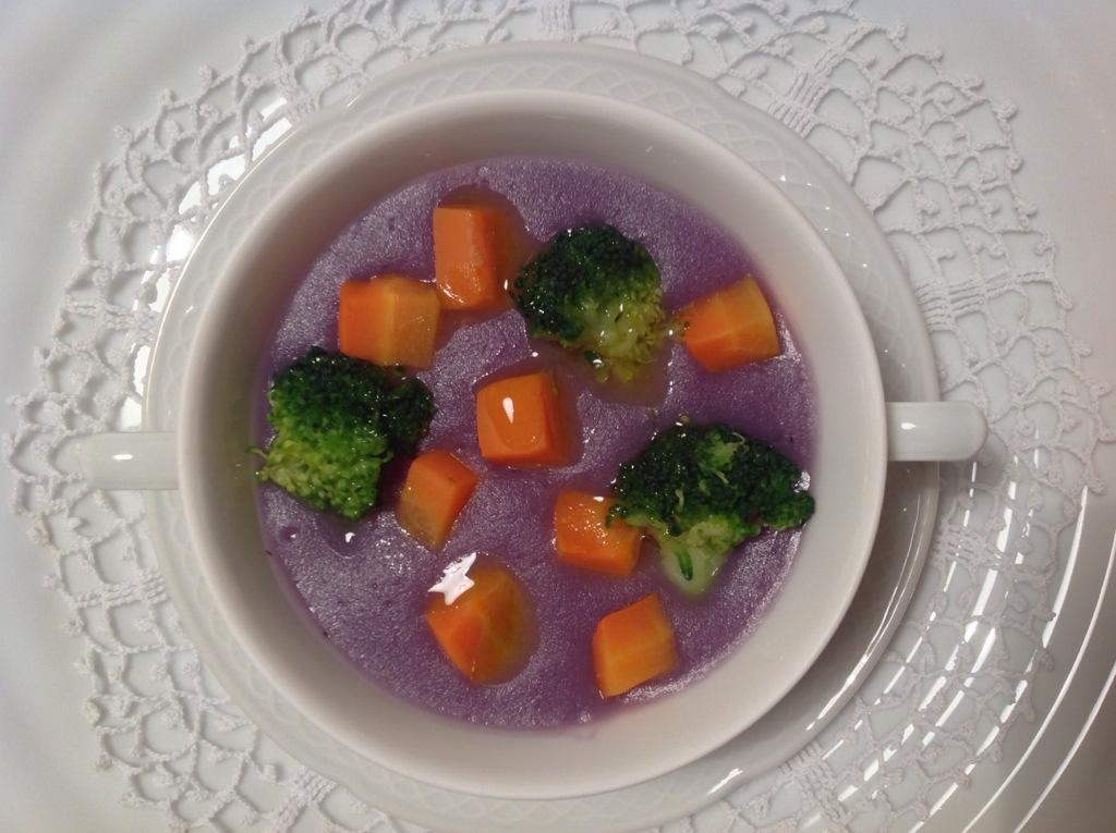 crema di patate vitelotte con broccoli e carote