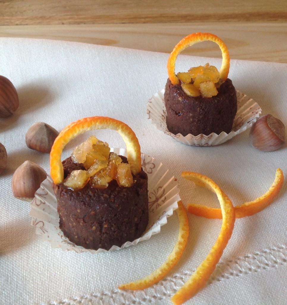 piccoli dolci di datteri, nocciole e cioccolato