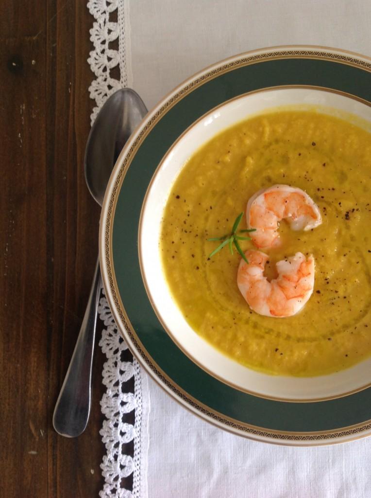 zuppa di ceci e carote con gamberi scottati